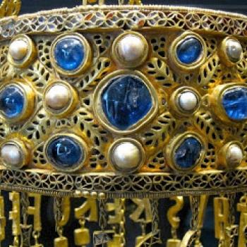 """Corona de Recesvinto Tesoro de Guarrazar con la inscripción """"+RECESVINTHUS REX OFFERET""""."""